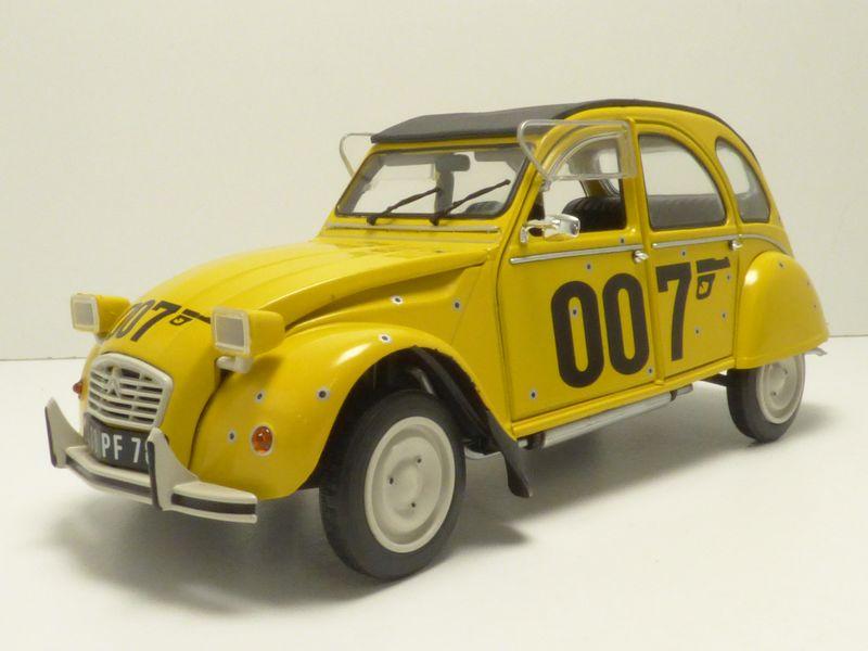 【送料無料】模型車 モデルカー スポーツカー シトロエンジェームスボンドcitroen 2cv 007 james bond 118