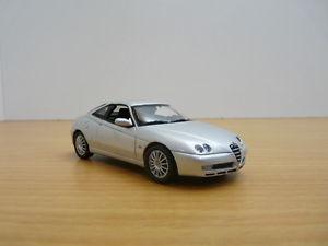 【送料無料】模型車 モデルカー スポーツカー アルファロメオalfa romeo gtv gris mtallis 143
