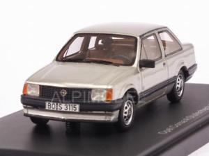 【送料無料】模型車 モデルカー スポーツカー リアオペルコルサボス