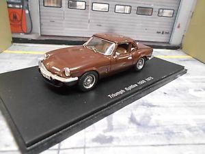 【送料無料】模型車 モデルカー スポーツカー ロードスターカブリオブラウンブラウンスパークtriumph spitfire roadster cabrio 1500 1975 braun brown spark resin 143