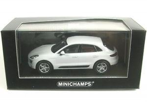 【送料無料】模型車 モデルカー スポーツカー ポルシェporsche macan white 2013