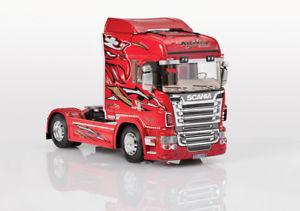 【送料無料】模型車 モデルカー スポーツカー ハイライングリフィンバージョンプラスチックキットモデルscania r560 v8 highline red griffin ver plastic kit 124 model 3882 italeri