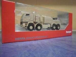 【送料無料】模型車 モデルカー スポーツカー トラックアクトロスサンドベージュherpa military lkw mb actros gepanzert bergefahrzeug sandbeige 744904