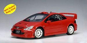 【送料無料】模型車 モデルカー スポーツカー プジョーラリープレーンボディテストpeugeot 307 wrc 2004 rallye plainbody red rot street test autoart aa 118