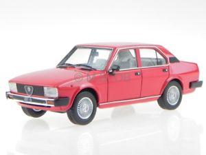 【送料無料】模型車 モデルカー スポーツカー アルファロメオレッドモデルカーネオalfa romeo alfetta 2000 rot modellauto 45551 neo 143