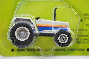 【送料無料】模型車 モデルカー スポーツカー ミニアイオワトターアメリカ164 mini toys no 7230 mitsubishi mt 3000 4wd tractor made in iowa, usa moc