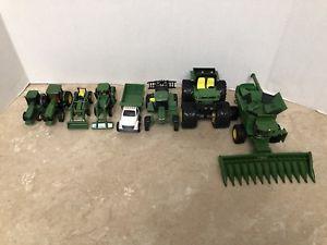 【送料無料】模型車 モデルカー スポーツカー ジョンディアトターダイカストファームlot of 8 ertl john deere tractors lot diecast farm toys preowned take a look