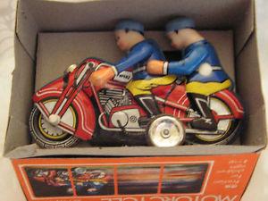 【送料無料】模型車 モデルカー スポーツカー オートバイモトmf 162 motor cycle moto jouet tole 6070 tin toy