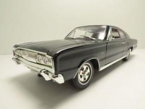 【送料無料】模型車 モデルカー スポーツカー ノワールdodge charger 1966 noir 118
