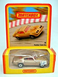 【送料無料】模型車 モデルカー スポーツカー マッチポンティアクブラウンメタリックドイツmatchbox sf nr16c pontiac transam braunmetallic in deutscher blisterbox