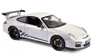 【送料無料】模型車 モデルカー スポーツカー ポルシェグアテマラホワイトブラックトリム