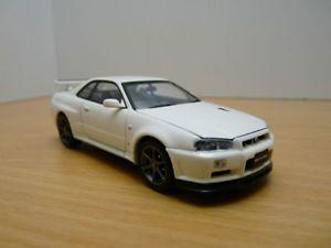 【送料無料】模型車 モデルカー スポーツカー スカイラインnissan skyline gtr vspec ii bnr34 blanche