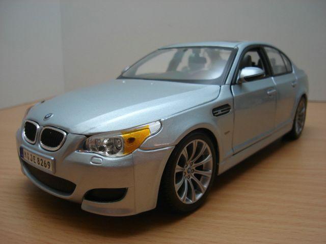 【送料無料】模型車 モデルカー スポーツカー bmw m3 5 e 60 bleute gris 118bmw m5 e60 gris bleut 118