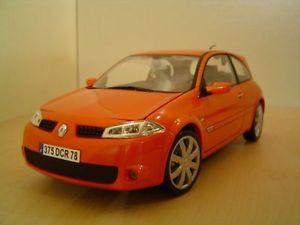 【送料無料】模型車 モデルカー スポーツカー ルノーメガーヌオレンジrenault megane rs orange 118