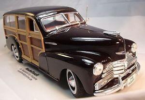 【送料無料】模型車 モデルカー スポーツカー シボレースケールフリートマスターモデルカーchevy fleetmaster 1948 woody modellauto von maisto im mastab 118