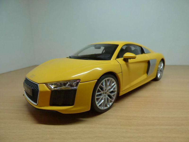 【送料無料】模型車 モデルカー スポーツカー アウディaudi r8 v10 52l jaune 118 2015