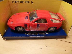 【送料無料】模型車 モデルカー スポーツカー エンジンポルシェスケールミントmotor max porsche 928 s4 in red 124 scale rare  boxed in mint condition