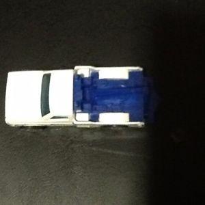 【送料無料】模型車 モデルカー スポーツカー ホットホイールレッカーホワイト