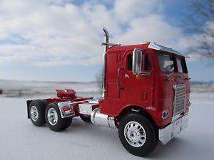 【送料無料】模型車 モデルカー スポーツカー スケールホワイトフレートライナーフレームdcp 164 scale white freightliner cabover red with red frame
