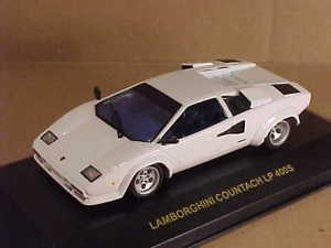 【送料無料】模型車 モデルカー スポーツカー ネットワーククラシックランボルギーニケーススリーブixo clc005 143 lamborghini countach lp 400s, white in original case amp; sleeve