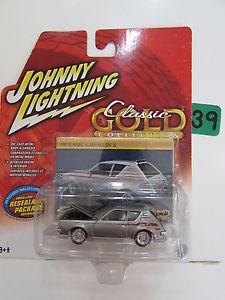 【送料無料】模型車 モデルカー スポーツカー ジョニークラシックゴールドコレクションjohnny lightning classic gold collection 1972 amc gremlin x white lightning