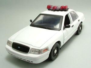 【送料無料】模型車 モデルカー スポーツカー フォードホワイトライトサウンドモデルカーグリーンライトford crown 2001 ohne beklebung wei, licht sound, modellauto 118 greenlight