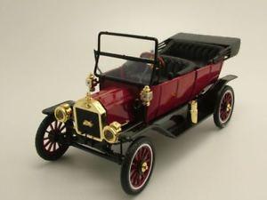 【送料無料】模型車 モデルカー スポーツカー フォードモデルロードスターレッドモデルカーモーターシティクラシックford model t roadster 1915 rot, modellauto 118 motor city classics