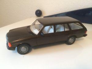 【送料無料】模型車 モデルカー スポーツカー メルセデスベンツブラウンメタリックstahlberg mercedesbenz 280 t w123 in braunmetallic 120 ovp sehr selten