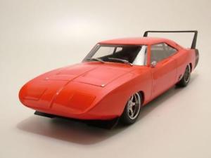 【送料無料】模型車 モデルカー スポーツカー オレンジデイトナモデルカーグッズdodge charger daytona 1969 orange, modellauto 118 greenlight collectibles