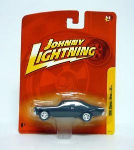 【送料無料】模型車 モデルカー スポーツカー ジョニーシボレーノバjohnny lightning 1970 chevy nova ss death proof diecast car moc 2010
