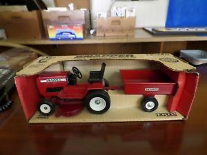 【送料無料】模型車 モデルカー スポーツカー スナッパートタートレーラースケールsnapper lawn tractor and trailer 112 scale ertl