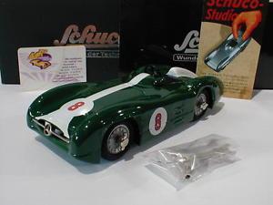 【送料無料】模型車 モデルカー スポーツカー ラインダークグリーンホワイトschuco 06025 studio iii stromlinie 8 in dunkelgrnwei 124 neu