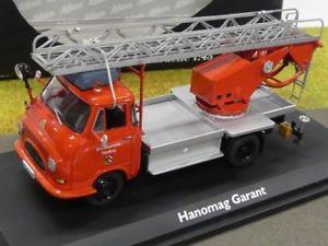 【送料無料】模型車 モデルカー スポーツカー ターンテーブル143 schuco hanomag garant feuerwehr bachert drehleiter 03241