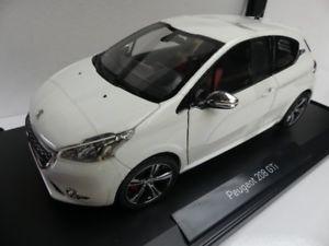 【送料無料】模型車 モデルカー スポーツカー プジョーパールホワイト118 norev peugeot 208 gti 2013 perlweiss 184824