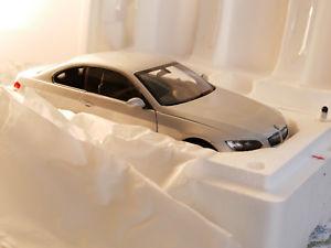 【送料無料】模型車 モデルカー スポーツカー クーペシルバータイプkyosho bmw 330i coupe e92 silver art08735s 118