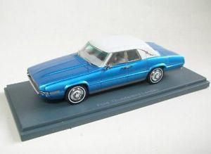 【送料無料】模型車 モデルカー スポーツカー フォードサンダーバードホワイトford thunderbird landau bluewhite 1969