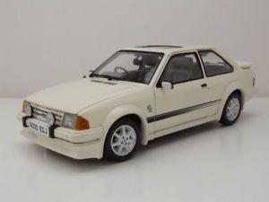 【送料無料】模型車 モデルカー スポーツカー フォードターボホワイトエスコートモデルカーサンford escort rs turbo 1984 wei, modellauto 118 sun star