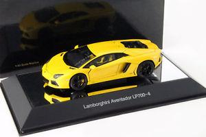 【送料無料】模型車 モデルカー スポーツカー ランボルギーニメタリックlamborghini aventador lp7004 baujahr 2011 gelb metallic 143 autoart