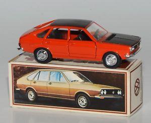 【送料無料】模型車 モデルカー スポーツカー スケールパサートフォルクスワーゲンプロモーションパッケージ