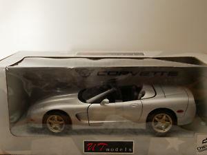 【送料無料】模型車 モデルカー スポーツカー モデルシボレーコルベットシルバータイプut models chevrolet corvette silver artut0597 118