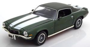 【送料無料】模型車 モデルカー スポーツカー シボレーカマログリーンメタリックホワイト118 ertlauto world chevrolet camaro z28 1970 greenmetallicwhite