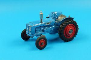 【送料無料】模型車 モデルカー スポーツカー コーギートターcorgi toys 143 fordson power major traktor 1964 j163