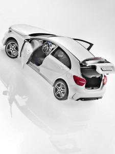 【送料無料】模型車 モデルカー スポーツカー クラスベンツスポーツパッケージモデルカーホワイトa klasse w176 orig mercedes benz amg sportpaket 118 modell auto norev wei