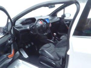 【送料無料】模型車 モデルカー スポーツカー プジョーブランパールpeugeot 208 gti blanc perle 118