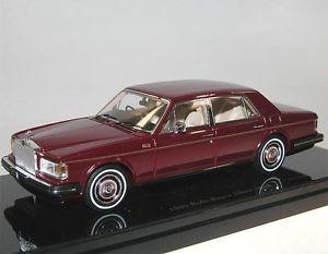 【送料無料】模型車 モデルカー スポーツカー モデルロールスロイスシルバースピリットリムジンダークレッドtruescale tsm model 1980 rollsroyce silver spirit limousine dark red 143