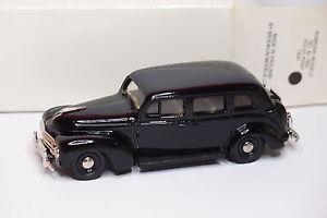 【送料無料】模型車 モデルカー スポーツカー ロブエディーボルボタクシーrob eddie brooklin 1950 volvo pv831 taxi re 4x 143