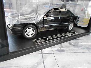 【送料無料】模型車 モデルカー スポーツカー ベンツクラスセダンブラックサンスターmercedes benz e320 eklasse limousine w210 schwarz blac 1995 1999 sunstar 118