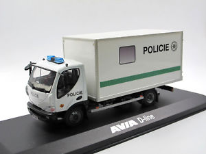 【送料無料】模型車 モデルカー スポーツカー ラインボックスボディfoxtoys foxt013 2012 avia dline keraufbau policie 143 ovp