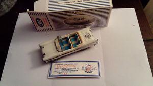 【送料無料】模型車 モデルカー スポーツカー カブリオレブックコードボックスrare, dy27 chevrollet cabrio 2nd dinky book white, dinky, code 2, wbox