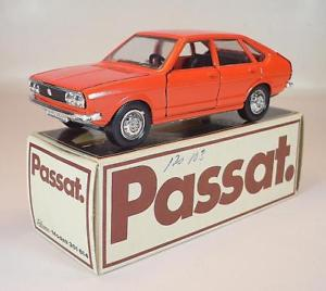 【送料無料】模型車 モデルカー スポーツカー フォルクスワーゲン#パサートオレンジschuco 143 volkswagen vw passat ts orange in werbebox 2158